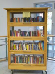 Bücherschrank (2)